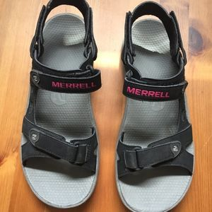 Merrell sandals size 6, like new!
